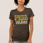 Novia orgullosa de un soldado desplegado camisetas