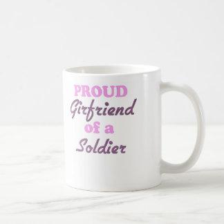 Novia orgullosa de un soldado tazas de café