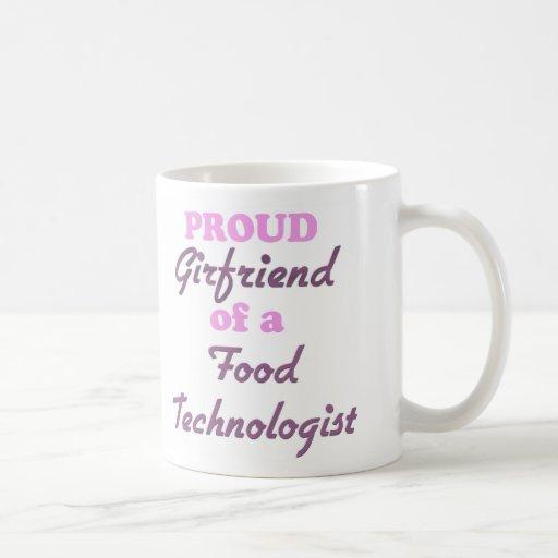Novia orgullosa de un tecnólogo de la comida taza
