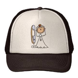 Novia que consigue lista para el gorra del boda