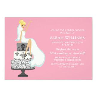 Novia radiante rosada en el pastel de bodas invitación 12,7 x 17,8 cm