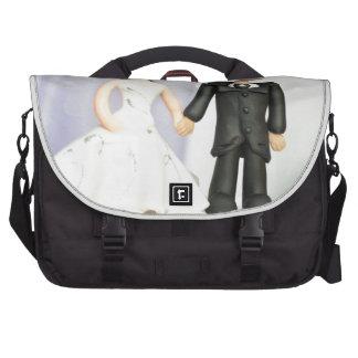 Novia y novio del primero del boda bolsas de portátil