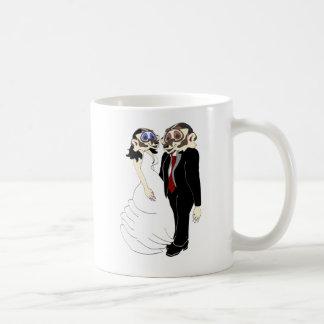Novia y novio del tejón taza clásica