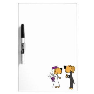 Novia y novio lindos del labrador retriever pizarras