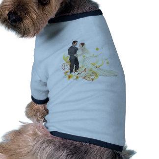 Novia y novio que bailan el fondo floral camisetas mascota