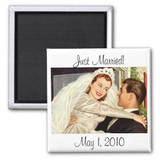 Novia y novio, recienes casados felices del boda imán cuadrado