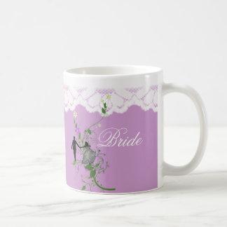 Novias blancas del cordón que casan la taza