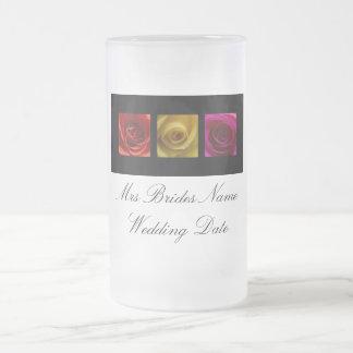Novias que casan el vidrio - rosa de rosas taza de cristal