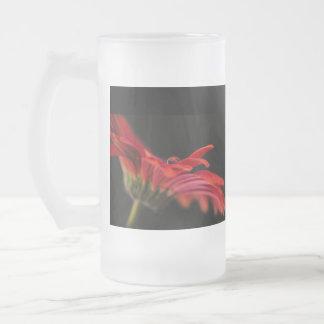 Novias rojas de la flor del Gerbera que casan el v Tazas De Café