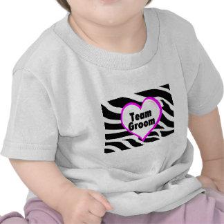 Novio del equipo (rayas de la cebra del corazón) camisetas