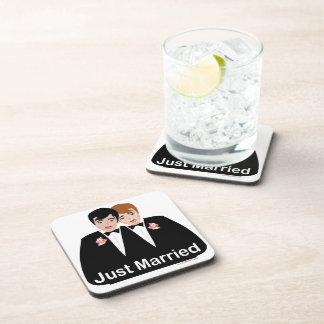 Novio del matrimonio homosexual posavasos de bebidas