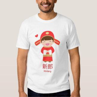 Novio lindo del boda del chino tradicional para él camisas