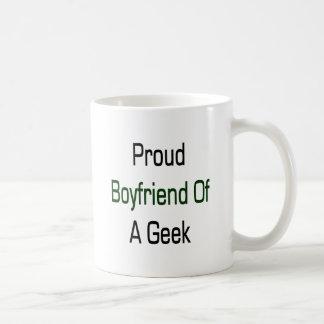 Novio orgulloso de un friki tazas de café