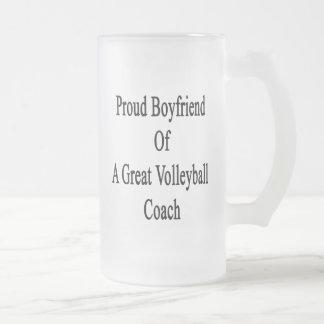 Novio orgulloso de un gran coche del voleibol taza cristal mate