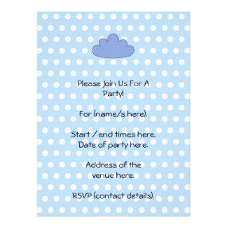 Nube azul en puntos de polca azules y blancos invitacion personalizada