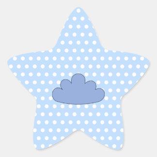 Nube azul en puntos de polca azules y blancos pegatina en forma de estrella
