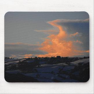 Nube de la nieve sobre Newtown, Powys Alfombrillas De Ratón