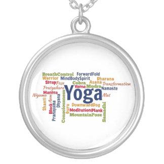 Nube de la palabra de la yoga collar personalizado