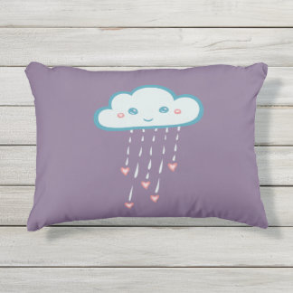 Nube de lluvia azul feliz que llueve corazones cojín exterior