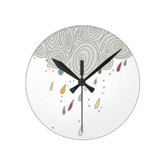 Nube de lluvia colorida reloj redondo mediano