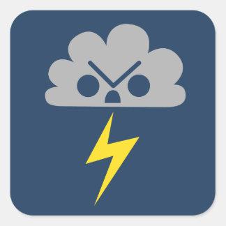 Nube de tormenta enojada linda con el rayo pegatinas cuadradas