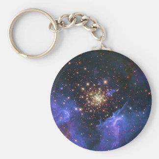Nube del cúmulo de estrellas que brilla y del gas  llavero redondo tipo pin