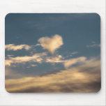 Nube en forma de corazón alfombrillas de raton