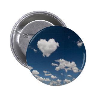 Nube en forma de corazón pin redondo de 2 pulgadas