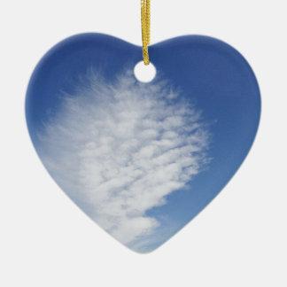 Nube hermosa, grande adorno navideño de cerámica en forma de corazón