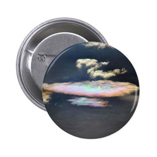 Nube hued del arco iris en la oscuridad pin