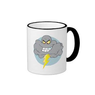 Nube negra del dibujo animado enojado con el relám tazas de café