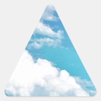 Nube soñadora sobre los caribbeans pegatina triangular