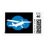 Nube y avión azules de la aviación