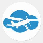 Nube y avión azules de la aviación pegatina redonda