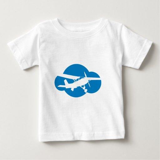 Nube y avión azules de la aviación playeras