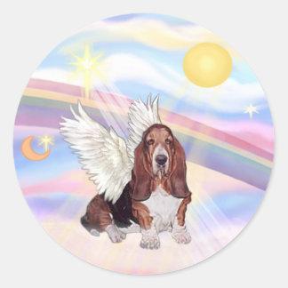 Nubes - ángel de Basset Hound Etiqueta Redonda