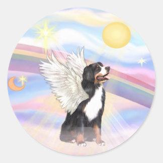 Nubes - ángel del perro de montaña de Bernese Etiquetas Redondas