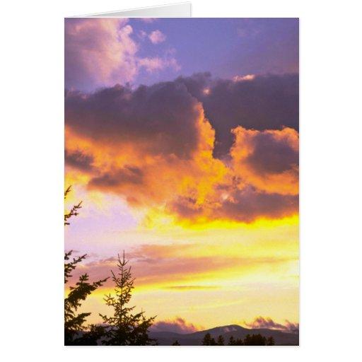Nubes asombrosas tarjeta de felicitación