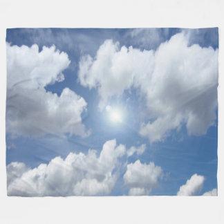 Nubes azules del cielo + sus ideas manta de forro polar