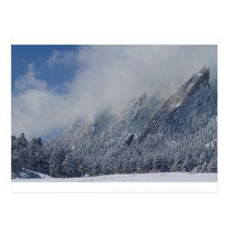 Nubes bajas sacadas el polvo Boulder Colorado de Postal
