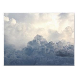 Nubes blancas divinas de la nube de tormenta en arte con fotos