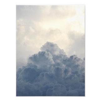 Nubes blancas divinas de la nube de tormenta en impresion fotografica