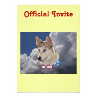 """Nubes blancas mullidas del perro fornido invitación 5"""" x 7"""""""