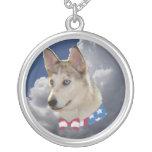 Nubes blancas mullidas del perro fornido patriótic joyerías
