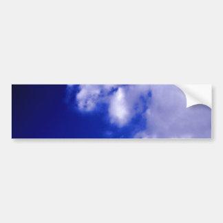 Nubes blancas y cielo azul pegatina de parachoque