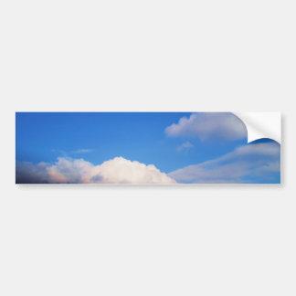 Nubes blancas y cielo azul pegatina para auto