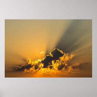 Nubes, cielo y puesta del sol amarilla póster