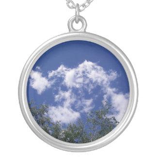 Nubes con el collar de las copas
