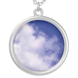 Nubes con el collar del pájaro