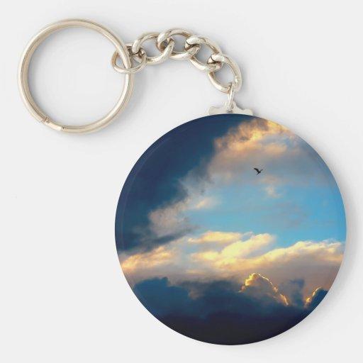 Nubes cremosas elegantes del cielo azul llaveros personalizados